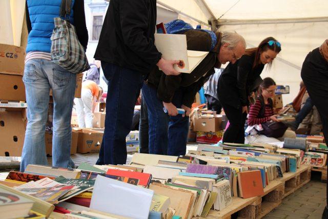 Festival Literatura žije! v Českých Budějovicích nabízí knihy zdarma i počtení na veřejných záchodcích