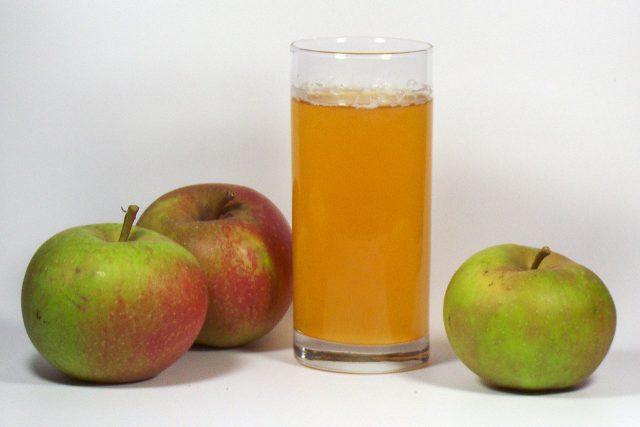 Jablka a jablečný mošt
