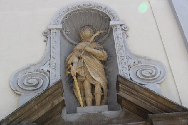 Socha svatého Auraciána na průčelí českobudějovické katedrály