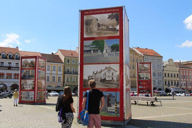 Výstava Když století městem proletí na českobudějovickém náměstí