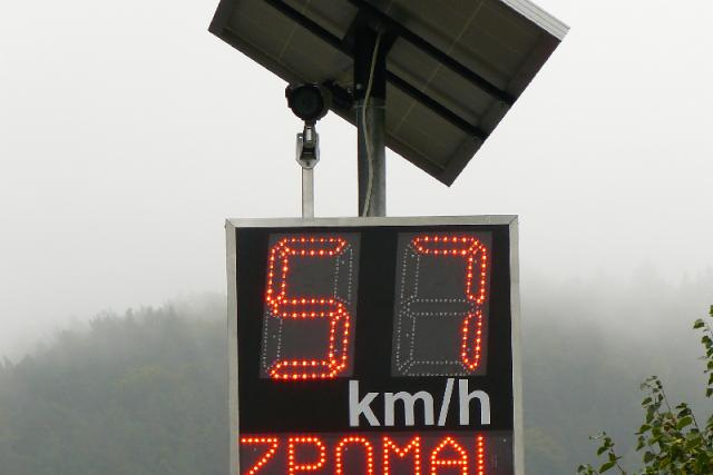 Radar ve Sloupu v Čechách při vjezdu od Nového Boru