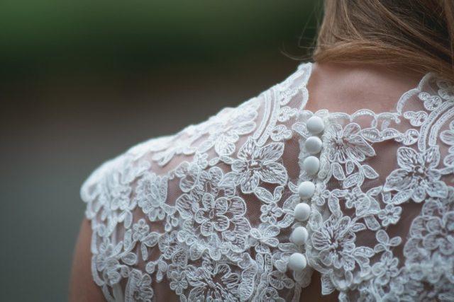 Svatba, svatební šaty, krajka
