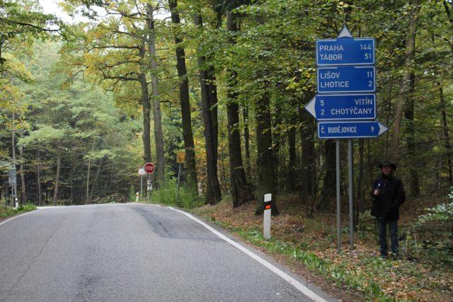 Křižovatka před obcí Chotýčany na Českobudějovicku