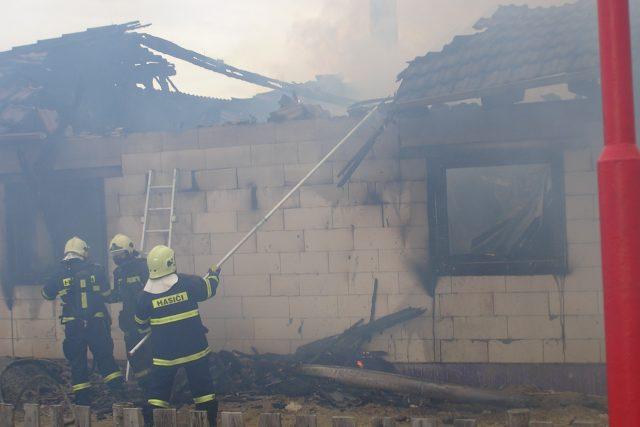Požár novostavby. Nezvalova ulice 26.3. 2010