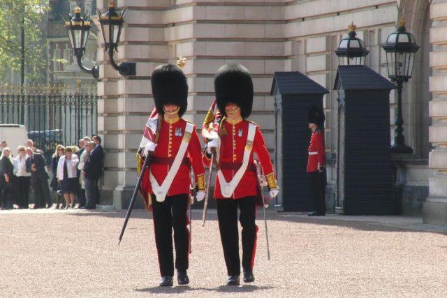 Buckinghamský palác,  stráž,  granátník | foto: Fotobanka Pixabay