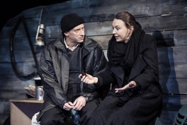 Lenka Krčková s René Šmotkem v inscenaci Pryč z Mullingaru