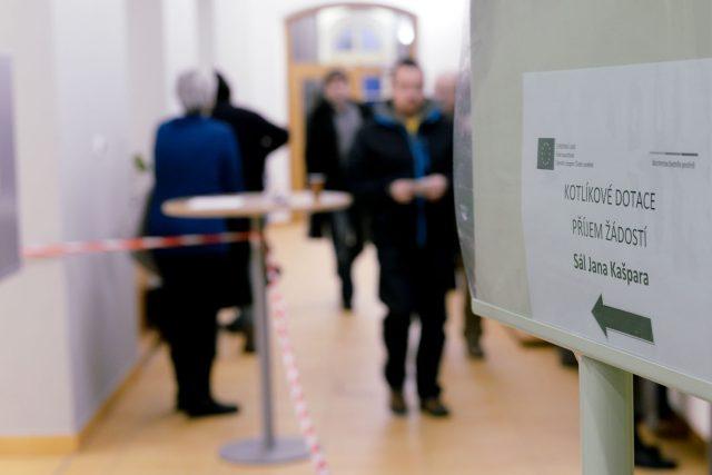 Na úřad přišlo během rána 650 žadatelů o kotlíkové dotace