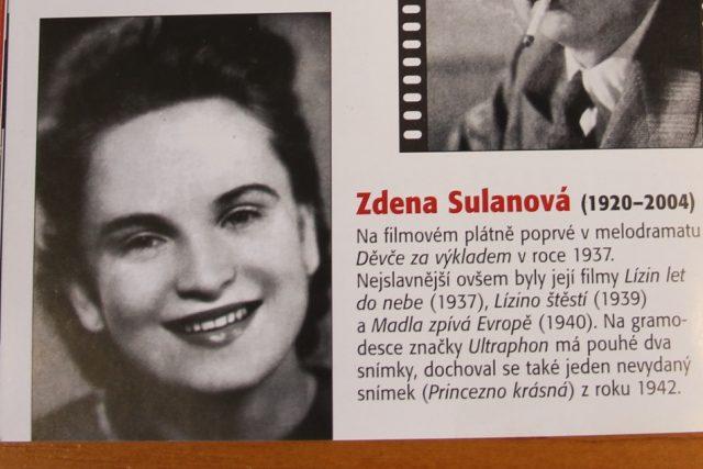 Portrét herečky Zdenky Sulanové na přebalu CD Zavřete oči, přicházejí..., které vydalo nakladatelství Radioservis