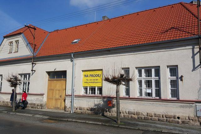 Budova bývalé pošty v Popelíně je na prodej
