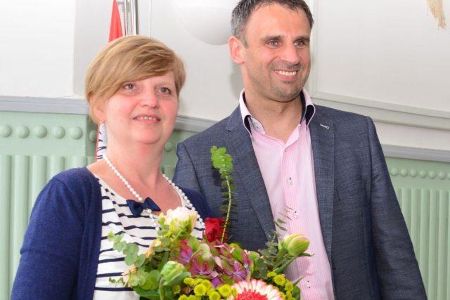 Vítězka soutěže Žena regionu Vanda Polívková s hejtmanem Jiřím Zimolou