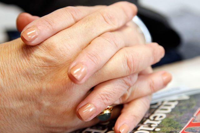 Ruce, prsty, propletené