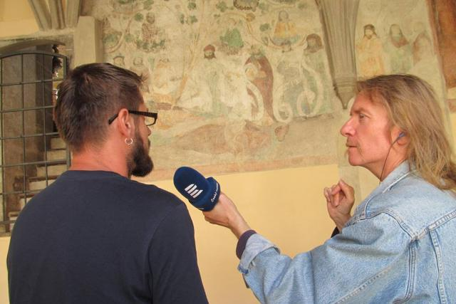 Historik umění Jakub Valášek a redaktor Zdeněk Zajíček u Ježíšova rodokmenu
