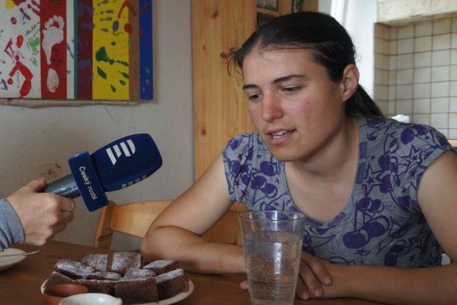 Claudia Marek si vzala Jihočecha Víťu. Aby mohla mluvit s velkou českou rodinou, začala se učit česky