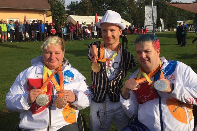 Zlatý paralympionik Arnošt Petráček (uprostřed)