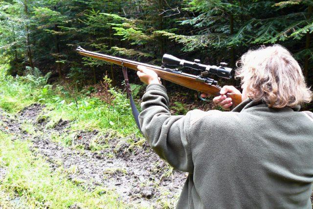 Lovecká sezóna začala, například pro houbaře může být říjnová procházka do lesa riziková
