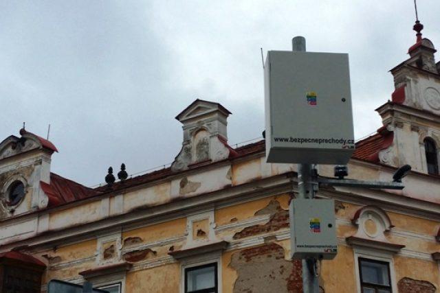 Lidem ve Vlachově Březí vadí, že zařízení pro osvětlení přechodu narušuje vzhled centra města