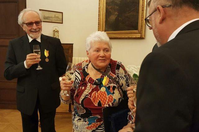 Město ocenilo Alenu Popperovou, která se dlouhá léta setkává s českými i německými studenty, aby jim přiblížila nelehký život židovských rodin za války