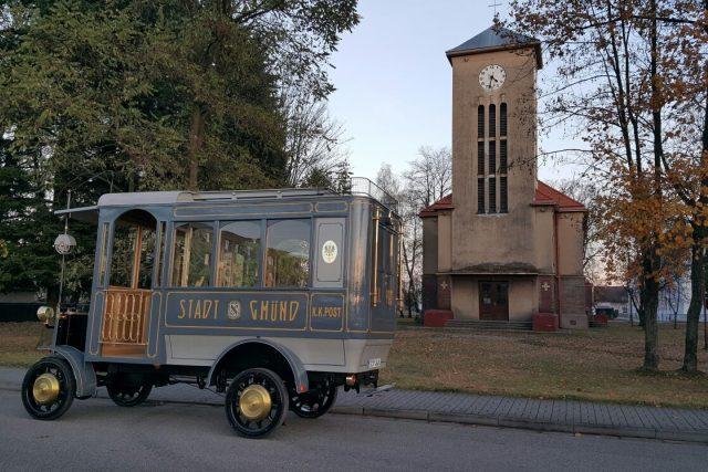 Replika historického trolejbusu v Českých Velenicích