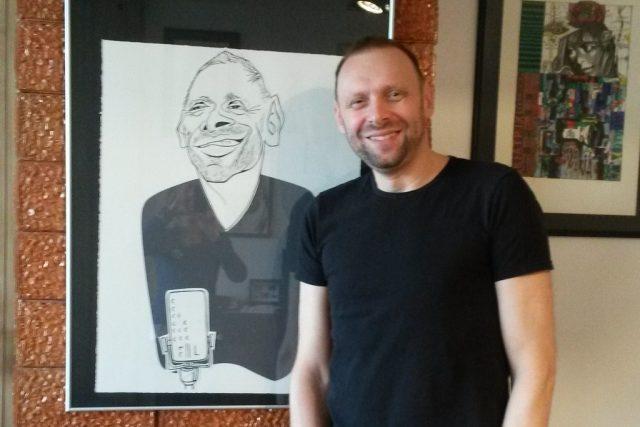 Miloš Knor žije v jihočeském Rudolfově, ve zdejší vinárně měl také svá první vystoupení