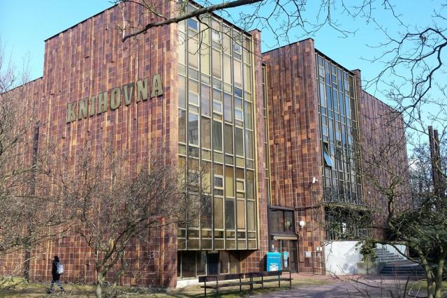 Budova Jihočeské vědecké knihovny na Lidické třídě v Českých Budějovicích před začátkem budování přístavby