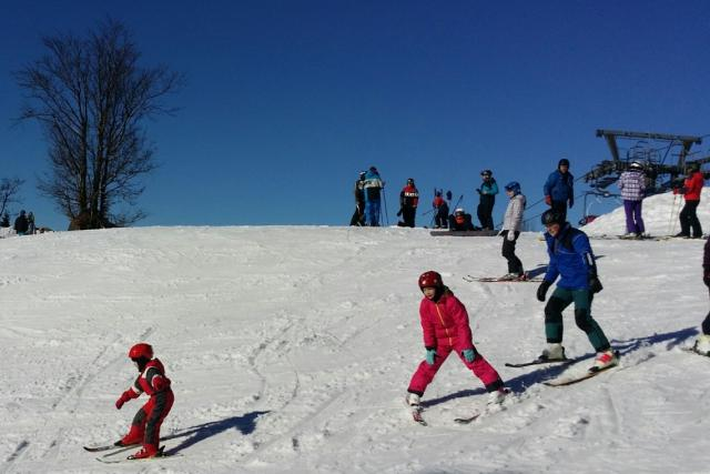 Podle jednoho z provozovatelů lyžařské školy, Petra Bažanta zájem o výuku lyžování koresponduje se zvýšeným zájmem o lyžování