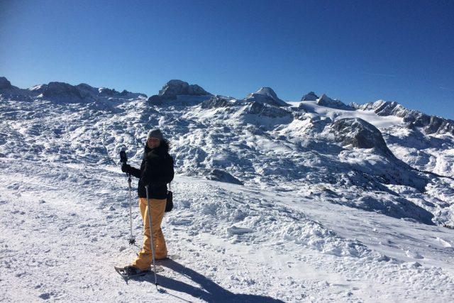Na vyhlídku 5fingers na hoře Krippenstein v Rakousku můžete stoupat na sněžnicích