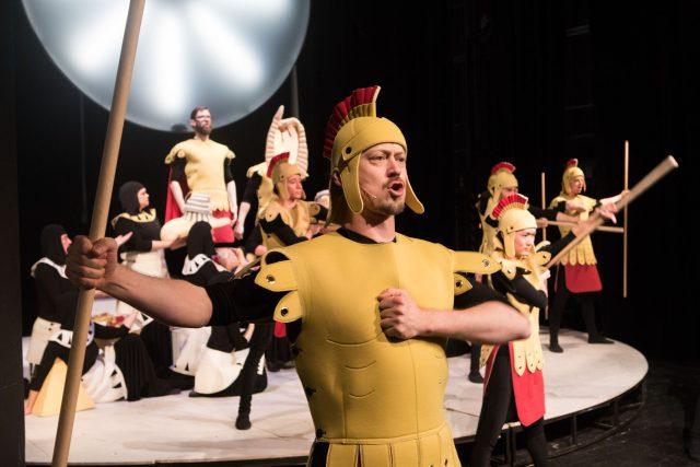 Jihočeské divadlo uvádí autorský muzikál Kronikáři. Na inscenaci poprvé v historii spolupracují všechny čtyři soubory