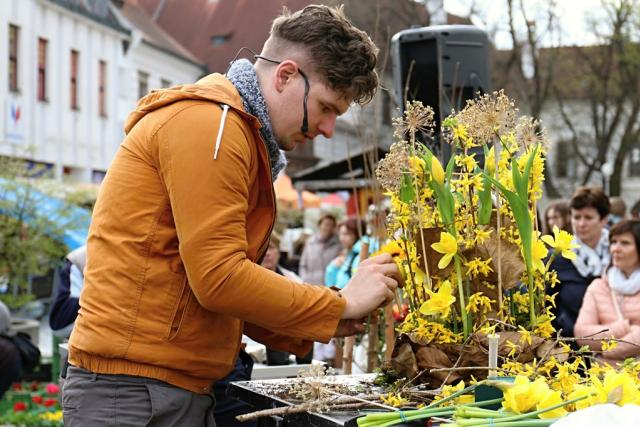 Floristé přivezli jarní inspiraci na akci Květinová Třeboň