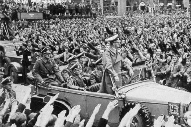 Příjezd Adolfa Hitlera do Chebu v říjnu 1938