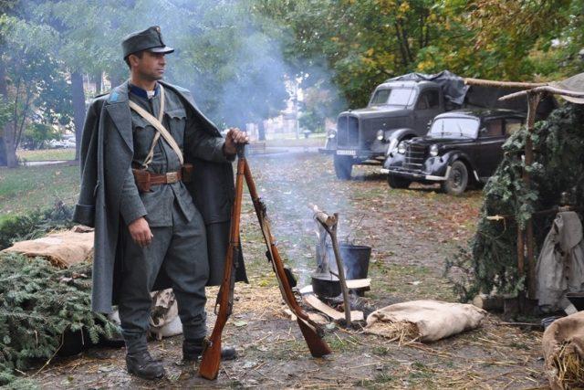 Nejdřív sloužil Anatolij Drozdovič u banderovců, pak se přidal k Rudé armádě. Po válce byl zatčen a odsouzen k 25 letům v gulagu