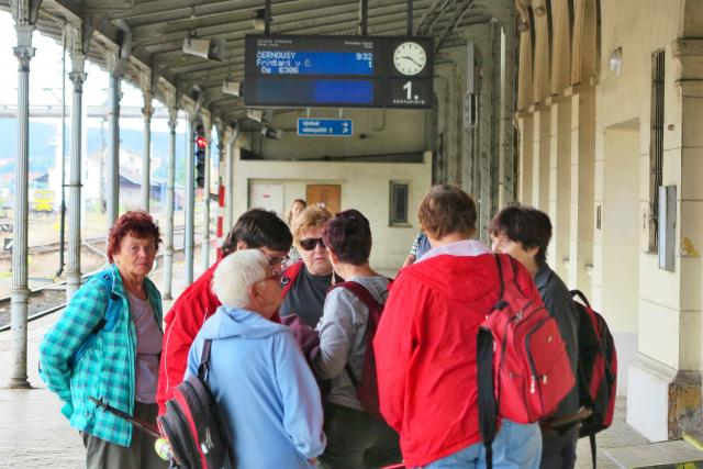 Cestující na nádraží (ilustr. foto)