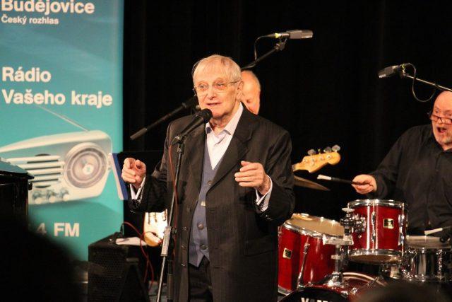 Jiří Suchý vystoupil ve studiovém sále Českého rozhlasu České Budějovice v září 2017 | foto: Miroslav Tichák,  Český rozhlas