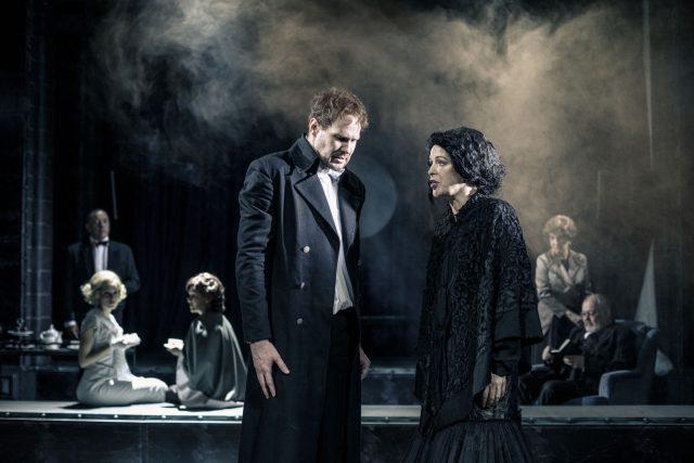 Inscenace Nebezpečný experiment podle detektivního příběh Parazit Arthura Conana Doyla v Jihočeském divadle