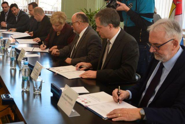 Memorandum o přípravě science centra v Českých Budějovicích podepsali zástupci kraje, Jihočeské univerzity i Jihočeské hospodářské komory