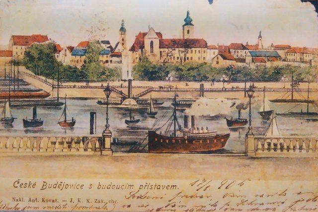 Pohlednice Českých Budějovic s budoucím přístavem, která se dochovala ve Státním okresním archivu. Poštou putovala v roce 1906