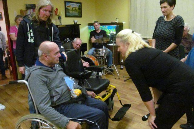 Jiří Hasil, který žije ve vodňanském Centru sociální pomoci, dostal díky Ježíškovým vnoučatům invalidní vozík