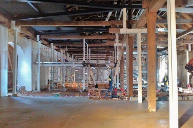 Původní konstrukci zbrojnice doplnila ocelová vestavba a mlatová podlaha ve starém stylu