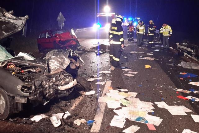 Tragická nehoda u Hubenova, srazilo se zde pět aut