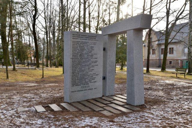 Památník obětem holocaustu v Suchdole nad Lužnicí | foto: Pavla Řeřichová