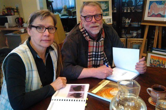 Světlana a Jaromír Procházkovi napsali knihu o Josefu Müllerovi, který vedl gobelínku v Jindřichově Hradci