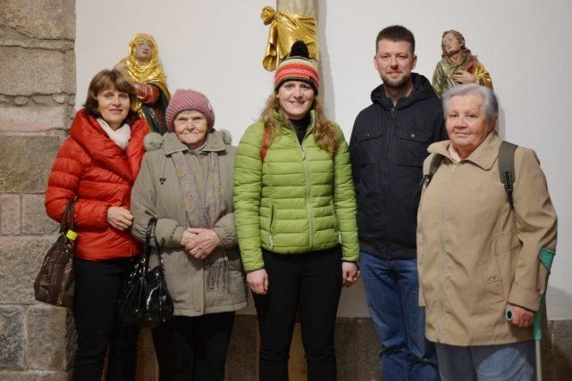 Výprava Ježíškových vnoučat do Rakouska (paní Ema první zprava, Jarmila Nová uprostřed)
