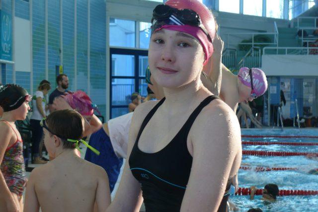 Mezi závodníky byla Zuzana Dostálová z klubu Plavání České Budějovice. Ta prozradila, že nemá ráda znak, ale naopak ji baví kraul