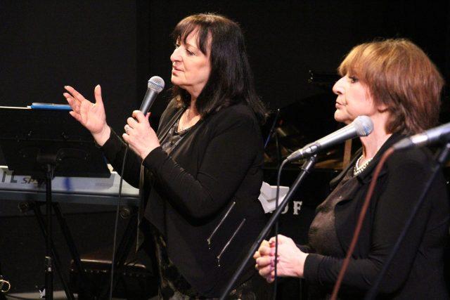 Martha a Tena Elefteriadu ve studiovém sále Českého rozhlasu České Budějovice