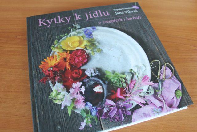 Kniha Kytky k jídlu v receptech i herbáři Jany Vlkové