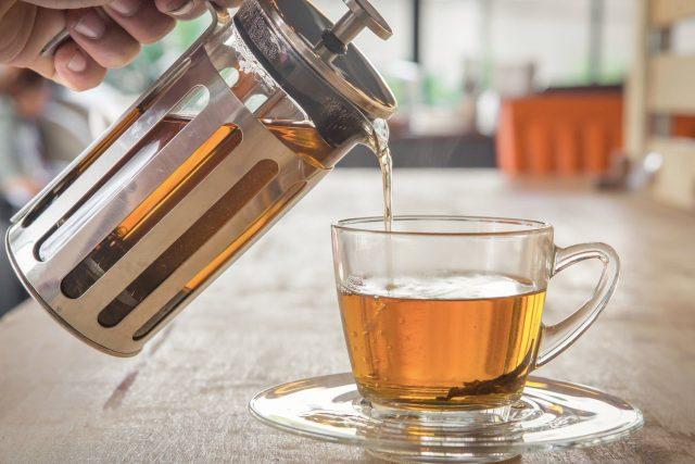 Čaj snižuje vysoký krevní tlak,  působí preventivně proti nemocem,  pomáhá proti alergiím i zubnímu kazu. Obecně podporuje zdraví a prodlužuje život | foto: Fotobanka Profimedia