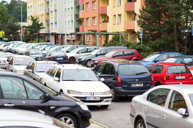Parkování na sídlišti Máj v Českých Budějovicích