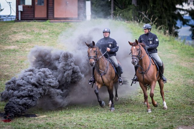 Policisté na koních při akci pro veřejnost v Lipně nad Vltavou   foto: Marek Podhora,  MAFRA / Profimedia