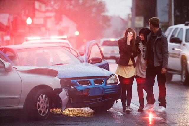 Dopravní nehoda, zranění, mladí řidiči, srážka automobilů, doprava, silnice. Ilustrační foto