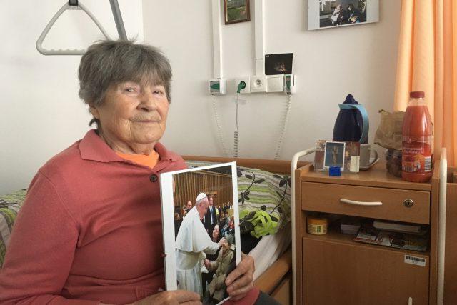 Jarmila Vrzáčková, která se díky projektu Ježíškova vnoučata setkala s papežem