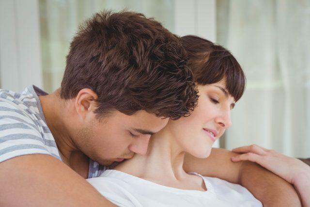 Láska, milenci, polibek, mazlení, pár, sex, zamilovanost, ilustrační foto